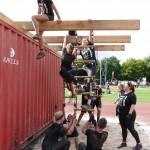 Teamwork am letzen Hindernis